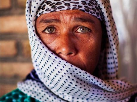 Cô cũng mở rộng phạm vi dự án khi chụp cả người già và người trẻ. Bức ảnh này được chụp ở Bukhara, Uzbekistan.