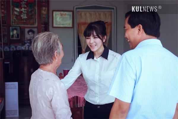 Sự thân thiện, gần gũi của cô khiến mọi người cảm thấy ấm áp.(Ảnh: Kul.vn) - Tin sao Viet - Tin tuc sao Viet - Scandal sao Viet - Tin tuc cua Sao - Tin cua Sao