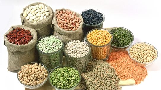 Ngoài những cách trên, ăn nhiều rau và trái cây có hàm lượng vitamin B cao (các loại rau lá xanh, ngũ cốc lúa mì và các loại trái cây họ cam quýt) cũng có hiệu quả trong điều trị viêm loét miệngvà lưỡi.