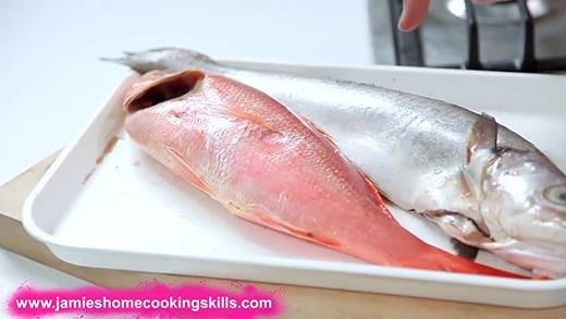 Cách phân biệt cá tươi và cá ương