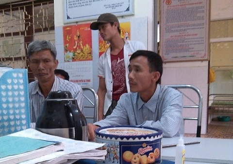 Gia đình chị Ly trong buổi làm việc với bệnh viện. Ảnh: Internet