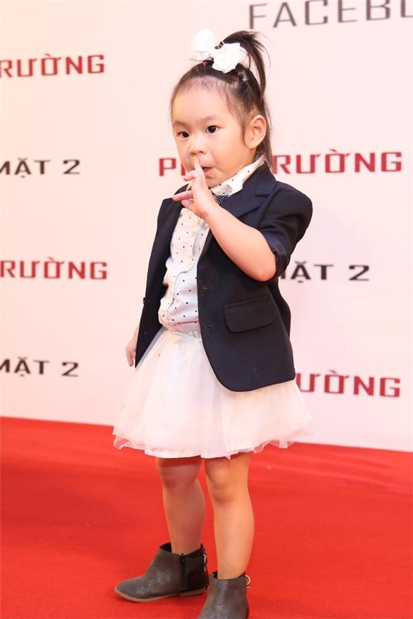 Muôn kiểu biểu cảm đáng yêu của bé Cherry trong buổi ra mắt phim tối qua của bố Lý Hải. - Tin sao Viet - Tin tuc sao Viet - Scandal sao Viet - Tin tuc cua Sao - Tin cua Sao