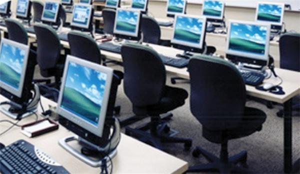 Máy tính cũng là nguyên nhân gây ô nhiễm bức xạ. Ảnh minh họa