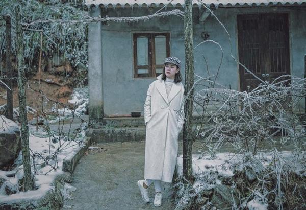 Chỉ là một hàng rào dây thép gai của căn nhà giữa thị trấn Sapa mà ngỡ như cô gái Việt đang du lịch Nhật Bản, Hàn Quốc.
