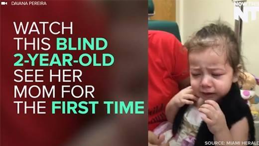 Rơi nước mắt với clip bé gái mù lần đầu tiên thấy ánh sáng