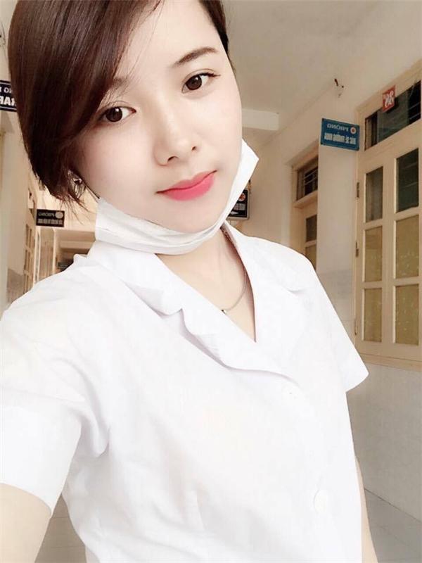 Cô y tá Nguyễn Nhung xinh đẹp.
