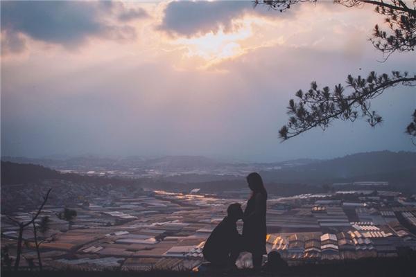 Bộ ảnh được thực hiện trong hành trình dài 9 ngày với những bức ảnh tự nhiên theophong cách check-inđúng với sở thích và tính cách của Phương và Thái.
