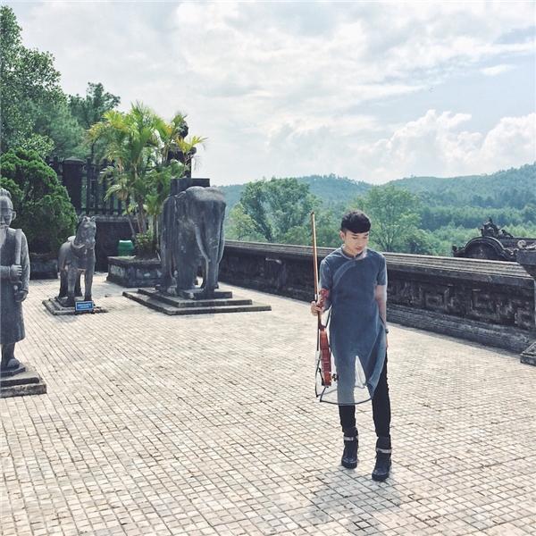 Nghệ sĩ violin Hoàng Rob là một trong những cái tên hiếm hoi của Việt Nam xuất hiện và tham gia trình diễn tại Festival Huế 2016. - Tin sao Viet - Tin tuc sao Viet - Scandal sao Viet - Tin tuc cua Sao - Tin cua Sao