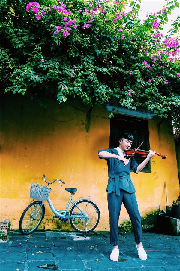 Trước những tiếng vang đó, Hoàng Rob đã vinh dự được lựa chọn trình diễn trong 3 chương trình quan trọng tại Festival Huế 2016. - Tin sao Viet - Tin tuc sao Viet - Scandal sao Viet - Tin tuc cua Sao - Tin cua Sao