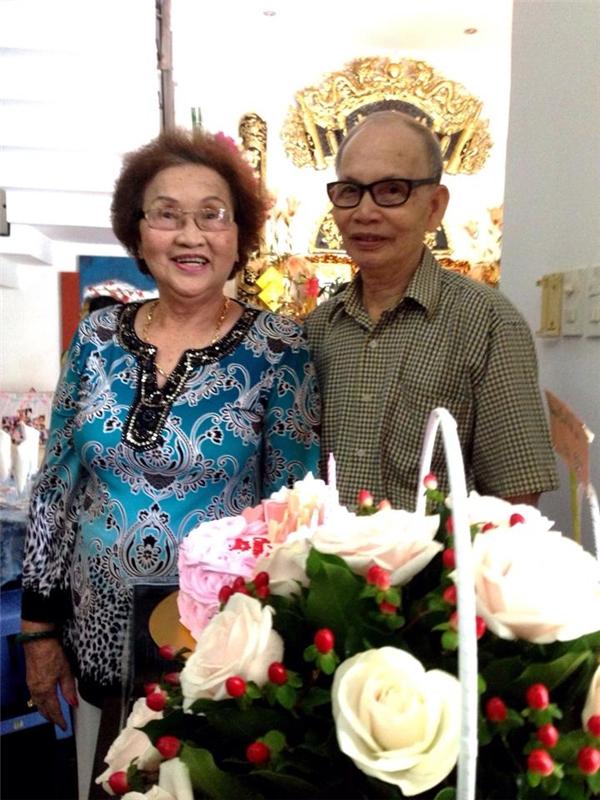 Hình ảnh Hoài Linh gửi lời chúc mừng sinh nhật mẹ cũng được khán giả đặc biệt chú ý. - Tin sao Viet - Tin tuc sao Viet - Scandal sao Viet - Tin tuc cua Sao - Tin cua Sao