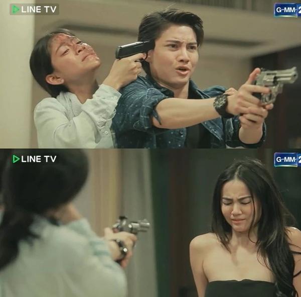 Lee dí súng vào đầu Man và ép anh phải bắn chết Katun