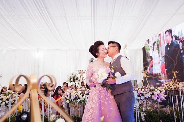 """Những đám cưới bạc tỷ ngập trong hoa tươi và của hồi môn """"khủng"""" của các cặp đôi Việt"""