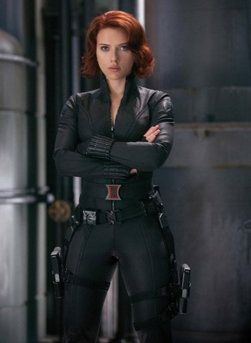 Mỹ nhân được chú ý nhất trong Captain America: Civil War chính là cô đào nóng bỏng Scarlett Johansson. Ngay từ khi xuất hiện trong vai siêu điệp viên Black Widow, Scarlett đã khiến bao nhiêu fan nam phải tan chảy theo mình.