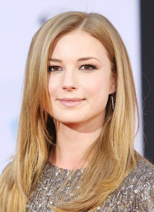 """Emily VanCamp là gương mặt mới toanh của dòng phim Marvel. Cô từng xuất hiện thoáng qua trong Captain America: The Winter Soldier. Đến phần tiếp theo của """"Đội trưởng Mỹ"""", Emily mới có nhiều đất"""
