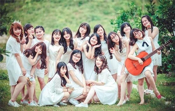 Các thành viên chia sẻ, bộ ảnh chia tay tuổi học trò này được chụp tại Trang trại cam (Nghệ An).