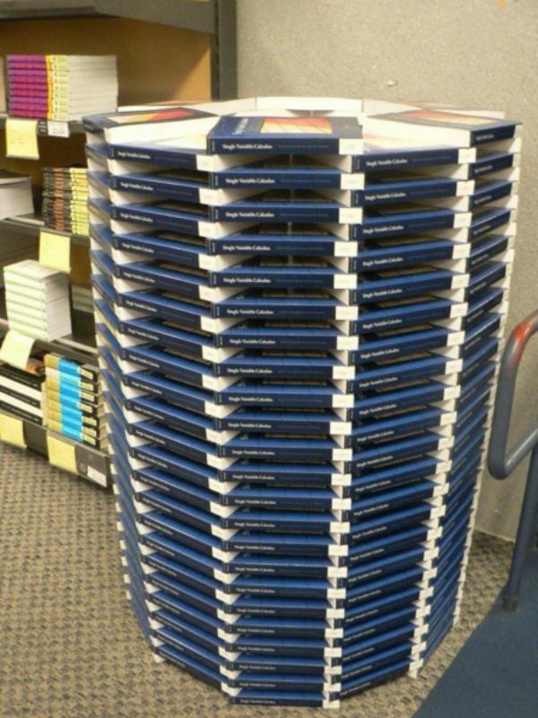 3. Toà tháp tri thức được xây dựng bởi cả trăm cuốn sách.