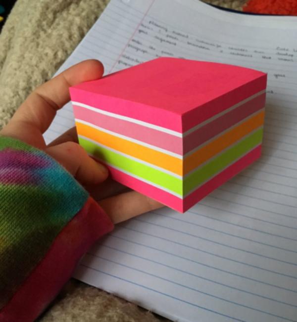 9. Đến giờ mới biết giấy nhớ cũng có thể đẹp long lanh đến thế.