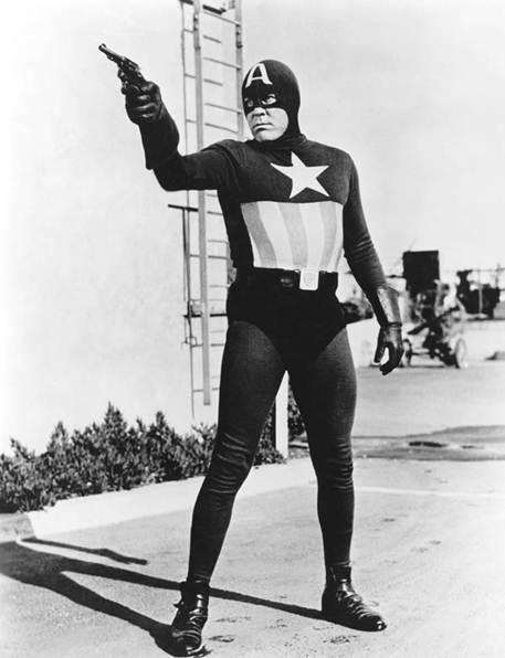 """Sau 3 năm ra truyện tranh, Captain """"người thật việc thật"""" đầu tiên ra mắt do Dick Purcell đóng vai chính."""