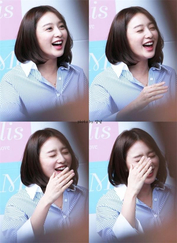 Kim Ji Won đốn tim fan với hàng loạt biểu cảm không thể không yêu