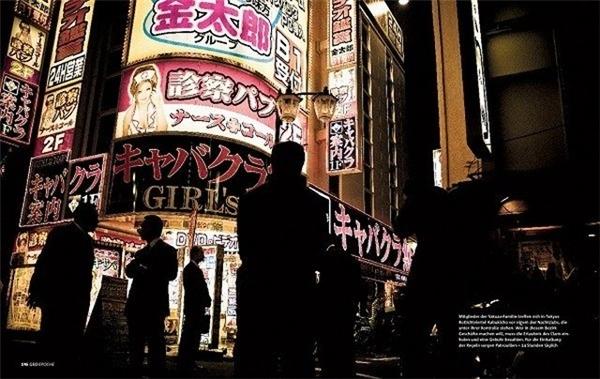 Các khu phố đèn đỏ là nguồn cung tiền lớn cho Yakuza.