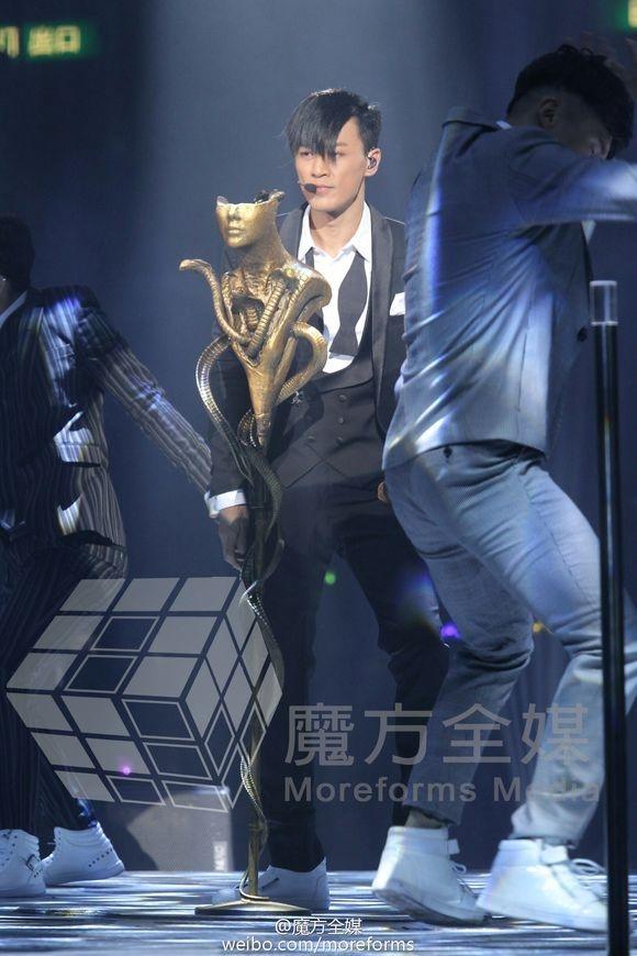 Trong đêm nhạc cá nhân, anh trình bày khoảng 20 ca khúc gắn liền với tên tuổi của mình.