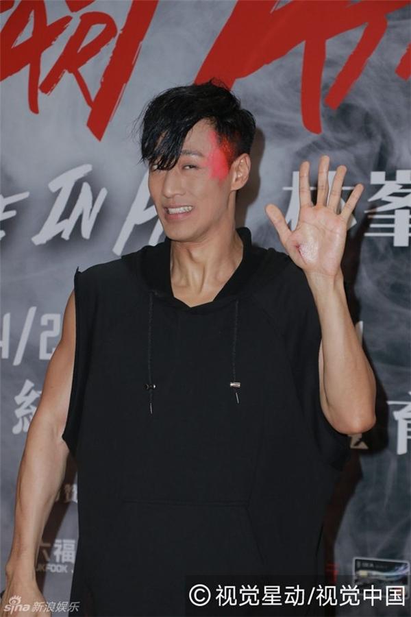 Trong buổi trò chuyện với phóng viên sau đêm nhạc, Lâm Phong giơ bàn tay trái bị thương chảy máu. Tài tử hạnh phúc khi chưa bị quên lãng với vai trò ca sĩ. Thời gian tới, anh sẽ đẩy mạnh sự nghiệp ca hát.