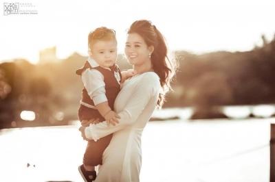 Loạt ảnh mới của cậu bé thiên thần lai gốc Việt gây bão mạng