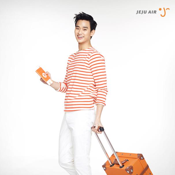 Song Joong Ki bất ngờ chuyển nghề làm phi công