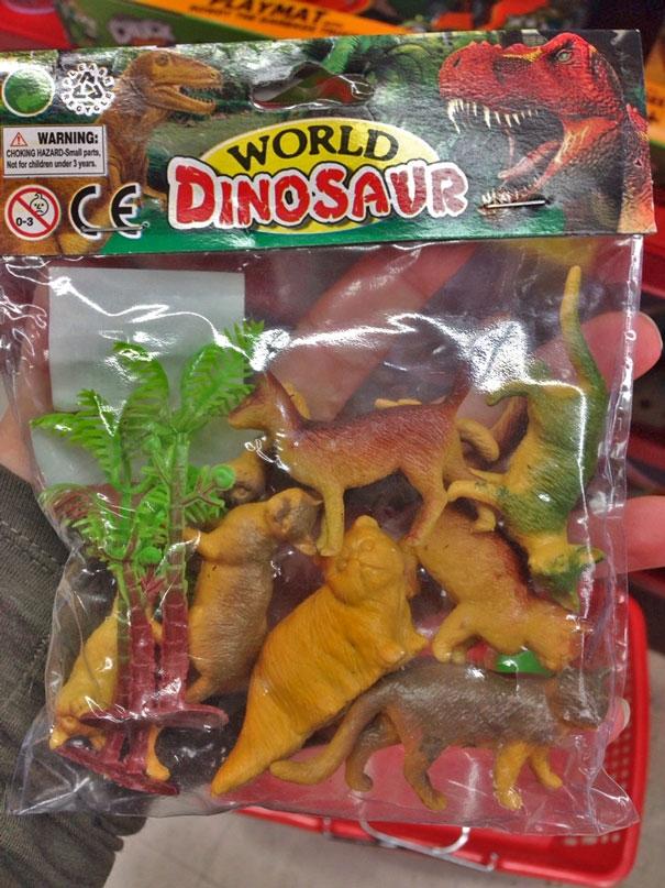 Thực ra thì mèo không phải hậu duệ của khủng long đâu, có ai nói nhỏ cho nhà sản xuất biết chưa nhỉ? (Ảnh: whereisourtaxi)