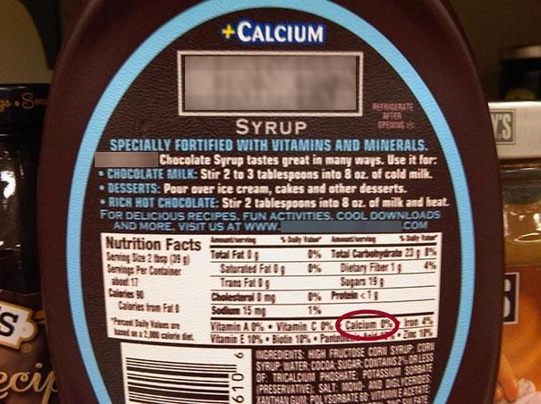 """Trong tên có in chữ """"Calcium"""" rành rành mà trong thành phần dinh dưỡng lại đề """"0% Calcium"""". Có lẽ phải dùng với sữa thì mới có canxi chăng? (Ảnh: likwitsnake)"""
