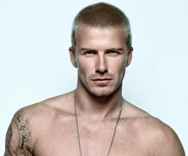 Beckham trong một shoot ảnh quảng cáo với mái tóc lưa thưa được nhuộm màu vàng nâu. Trong những ngày hè sắp tới đây thì kiểu tóc này chắc chắn càng được các chàng trai ưa chuộng.
