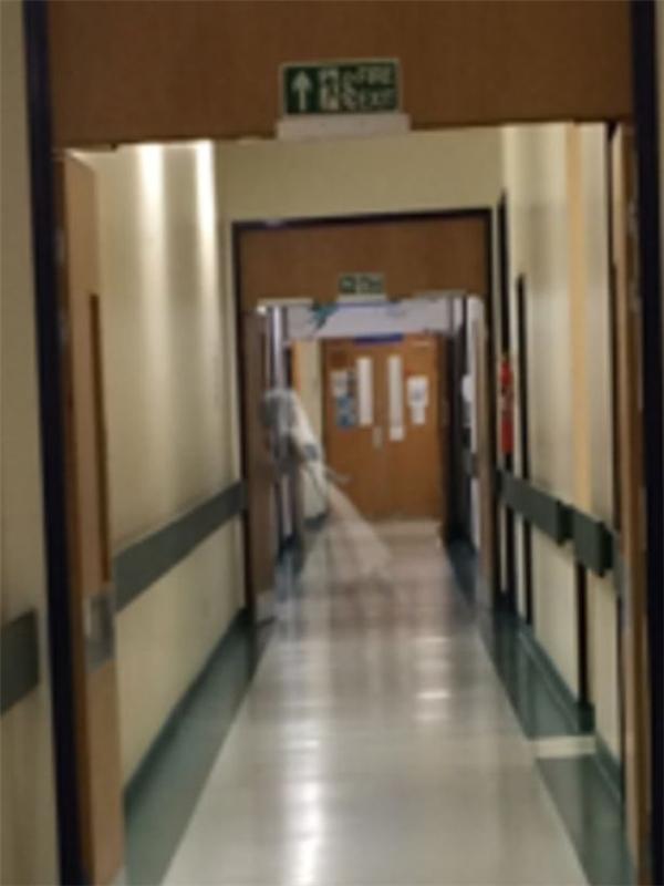 Hồn ma trong bệnh viện là câu chuyện ám ảnh không ít người. (Ảnh: The Mirror)