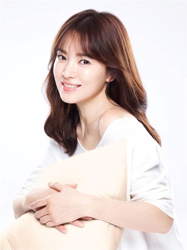 Song Joong Ki vượt mặt Song Hye Kyo trên mặt trận quảng cáo