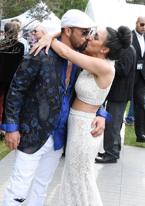 Ông Jeremy hạnh phúc bênvị hôn thê kém mình 12 tuổi. Họđã đính hôn sau 2 năm hẹn hò.(Ảnh: Internet)