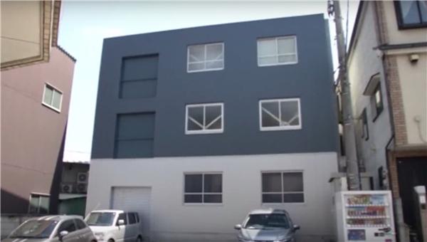 Ai mà ngờ rằng tòa nhà khiêm tốn này lại là khách sạn cho người đã khuất. (Ảnh: Reuters)