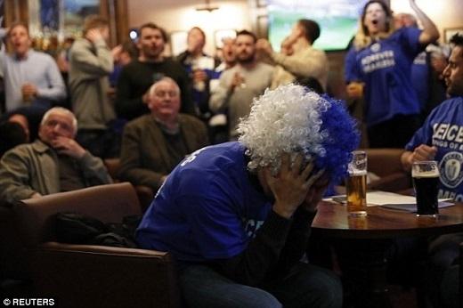 Bắt đầu là nỗi thất vọng và lo âu khi Tottenham ghi liền 2 bàn để dẫn trước Chelsea.