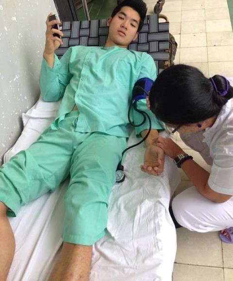 Ngay sau khi tai nạn xảy ra, nam diễn viên đãnhanh chóng được đưa vào nhập viện và phải phẫu thuật nối lại phần dây chằng bị đứt. - Tin sao Viet - Tin tuc sao Viet - Scandal sao Viet - Tin tuc cua Sao - Tin cua Sao