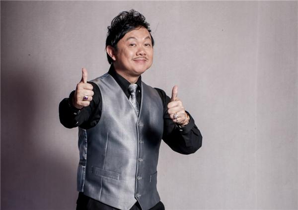 Chí Tài từng là một nhạc sĩ và nhạc công chơi ghi-ta trước khi đến với hài kịch. - Tin sao Viet - Tin tuc sao Viet - Scandal sao Viet - Tin tuc cua Sao - Tin cua Sao