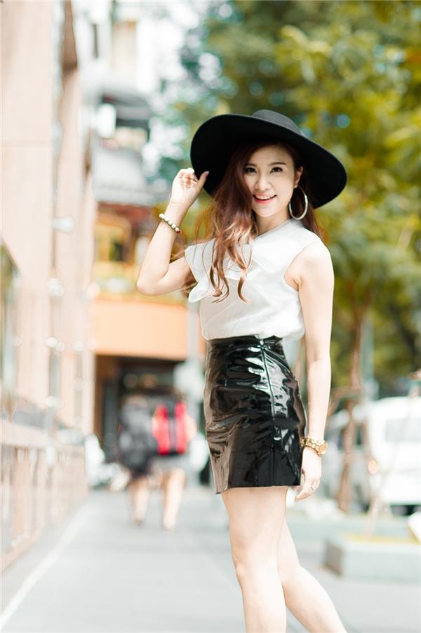 Được biết đến là một trong những hotgirl Hà Thành nổi tiếng với gương mặt khả ái, ngoại hình chuẩn, Hạnh Sino đang có những bước trưởng thành hơn trong phong cách và hình tượng. - Tin sao Viet - Tin tuc sao Viet - Scandal sao Viet - Tin tuc cua Sao - Tin cua Sao