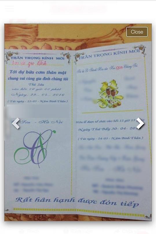Tấm ảnh thiệp mời được chụp sơ sài, qua loa.
