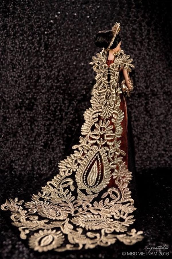 Áo dài búp bê gây choáng ngợp vì quá giống quốc phục của Phạm Hương