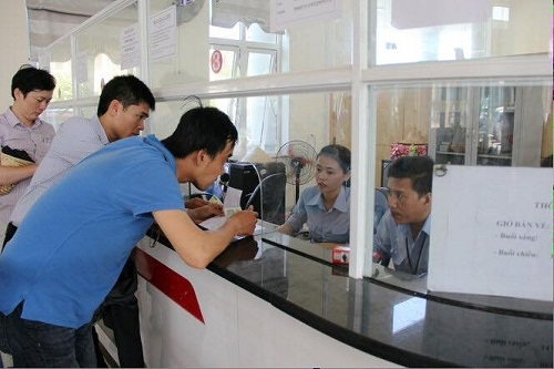 Hơn 2.000 du khách chật vật mới có tấm vé rời đảo Lý Sơn (Quảng Ngãi) vào sáng 3/5. Ảnh:Daolyson