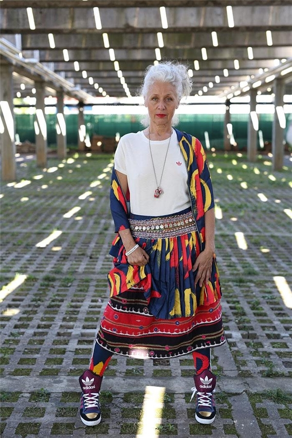 Sự phá cách trẻ trung nhưng vẫn giữ lại nét mềm mại khiến lão bà bà này trẻ hơn đến mấy chục tuổi cơ.(Ảnh: Internet)