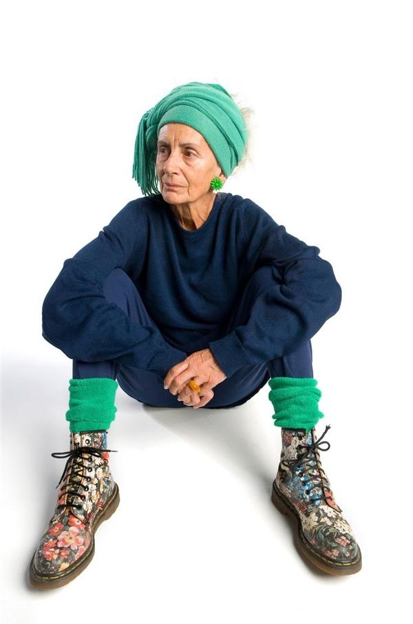 """Bộ lớn tuổi là hông được """"ngầu"""", hông được mặc quần xanh đi giầy hoa à?(Ảnh: Internet)"""