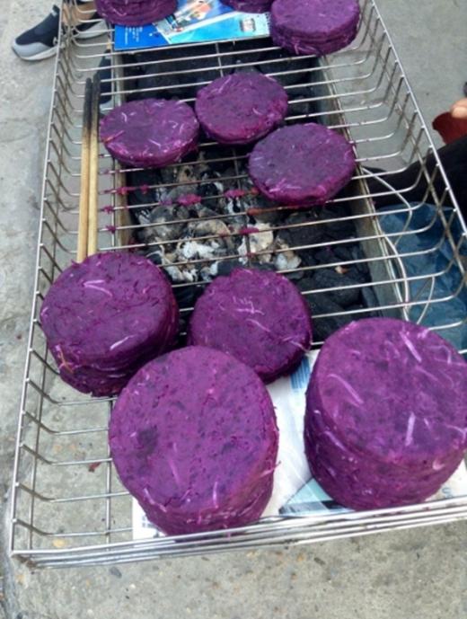 Bánh khoai tím dừa nướng ngon-bổ-rẻ chỉ có 5.000 đồng/cái. (Ảnh: Internet)