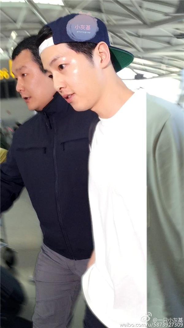 """Song Joong Ki """"đốn tim"""" fan với những biểu cảm cực đáng yêu"""