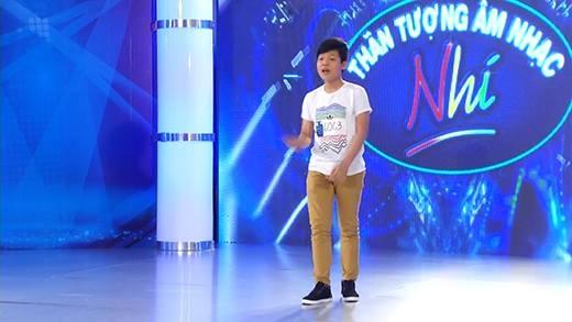 """Dân mạng thích thú """"tiểu soái ca"""" Mai Chí Công cao lớn tại Vietnam Idol kids!"""