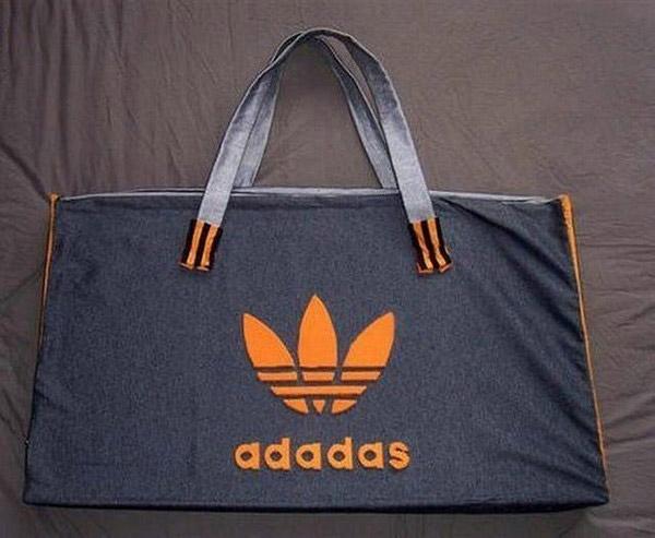 Phiên bản sặc sỡ của Adidas.