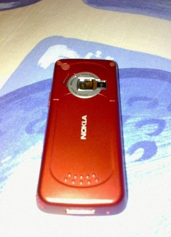 Tương tự như Sony, chữ I của Nokia cũng biến thành chữ L. Thoạt nhìn hẳn nhiều người cũng bị đánh lừa.
