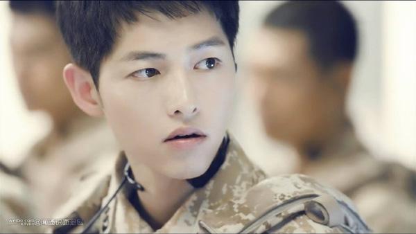 """Sau """"Hậu duệ mặt trời"""", tên tuổi của Song Joong Ki đã được nâng lên một tầm cao mới."""